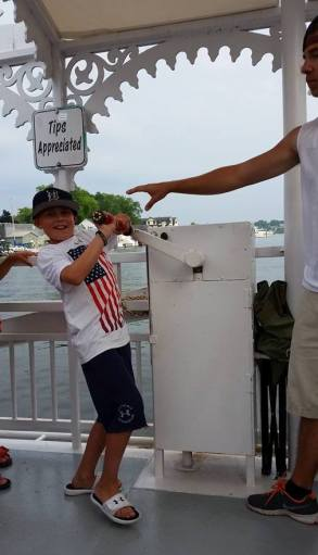Saug - Boy Crank Boat