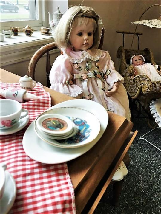 Doll Vignette